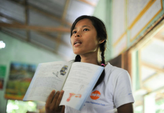 A YIC volunteer provides survivors of the flood with information on reproductive health