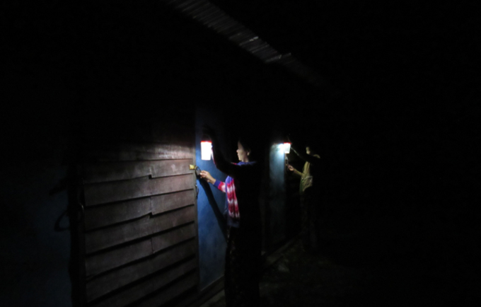 Solar lanterns light the way to shared toilets in Myanmar IDP camps at night, and help protect women and girls from gender-based violence. © Metta Development Foundation/Hkawng Nan
