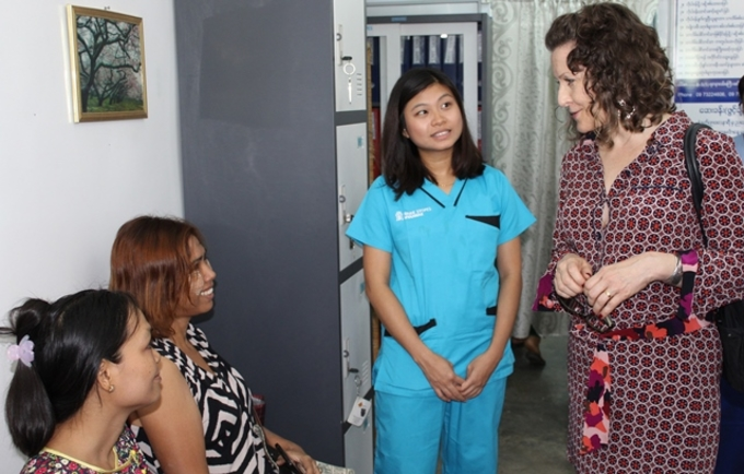 UNFPA's Laura Londén meets clients and staff at a Marie Stopes International sexual and reproductive health and rights clinic in Yangon.