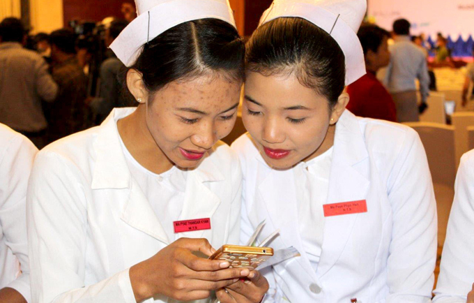 The mobile app gives young people in Myanmar the information they need to make healthy decisions about their bodies, their sexuality, love and life.