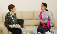 Yoriko Yasukawa, director of UNFPA's Asia-Pacific Regional Office, and Aung San Suu Kyi. (Photo: NLD)
